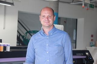 """Stefan Vanhecke, marketing director bij Igepa: """"Enerzijds hebben we te maken met een stagnerende traditionele markt, anderzijds met snel evoluerende nieuwe markten, die een stroom nieuwe producten met zich meebrengen. Beide goed beheren binnen een en dezelfde organisatie is lastig."""""""