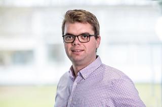"""Luuk Veelenturf, assistant professor Transport & Logistiek aan de Technische Universiteit van Eindhoven: """"De vergoeding voor de chauffeurs vastleggen zal een van de belangrijkste uitdagingen bij crowdschipping worden, zeker bij de indirecte manier van werken, waar je een pakket door verschillende partijen laat bezorgen."""""""