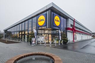 Lidl zet in op een reeks nieuwe LOF-winkels (Lidl of the Future). De eerste kwam er in Geel. Het dak van de winkel ligt bomvol zonnepanelen, 996 om precies te zijn. Zij wekken een jaarverbruik voor dertig gezinnen op en zorgen voor een lager energieverbruik van 20%.