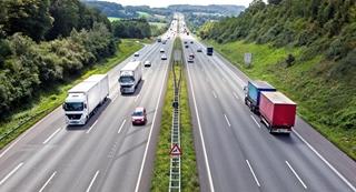 Grote Amerikaanse TMS-pakketten steken doorgaans in vanuit het treintransport, terwijl er in Europa een dominantie is van het wegtransport.