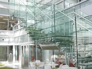 Everlam produceert folies die specifieke eigenschappen verlenen aan gelaagd glas.
