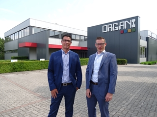 """Pieter Vandenbulcke, managing director (links), en Kristof Poulain, business unit manager voor OLS: """"De belangrijkste tendens is de komst van webapplicaties en webportals. Maar wij geloven dat software het best werkt in een hybride omgeving: op de server (in een datacenter) én op het web."""""""
