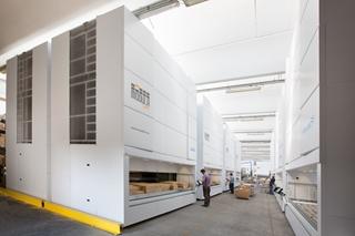 Het 'dubbel traysysteem' van de Modula liften zorgt ervoor dat de wisseltijd tussen de lades amper drie seconden bedraagt. Bovendien wordt de ruimte tussen de lades automatisch aangepast naargelang de hoogte van de artikelen die erin liggen. Dat betekent dat de beschikbare ruimte in de kast optimaal wordt gebruikt.