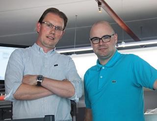 """Maarten Markerink (rechts) en Jan Willem Nijman, respectievelijk logistic analyst en facility manager bij Kramp: """"Het was voor ons vooral belangrijk om de loopafstanden van de orderpickers minimaal te houden, aangezien we anders de verwachte volumes in de piekperiodes niet zouden kunnen verwerken."""""""