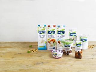 Alpro is vooral gekend van de producten op basis van sojabonen, maar er worden sinds geruime tijd ook andere plantaardige grondstoffen zoals amandelen en hazelnoten verwerkt.