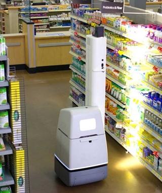 Om de cycle counting te automatiseren, haalde H.Essers zijn inspiratie bij de toepassing van een robot die hier en daar in Amerikaanse en Aziatische winkels rondrijdt. De robot helpt klanten om een bepaald product te vinden en wanneer hij niets om handen heeft, scant hij de rekken.