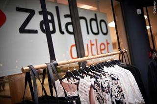 In Parijs heeft Adidas geen distributiecentrum. Het werkt samen met Zalando op het vlak van de 'last mile'. Zalando staat in voor de fulfilment, hoewel de bestelling via de website van Adidas kwam. Adidas hoeft dus geen voorraad in Parijs aan te leggen, aangezien het de voorraad van Zalando is die Adidas verkoopt.