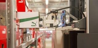 Intelligente robot neemt de schappen over in e-commerce