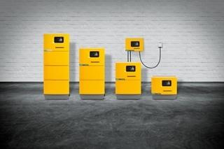 Aansluitend op het belang dat Jungheinrich aan efficiënte batterijsystemen hecht, pakt de fabrikant uit met een flexibel en gebruikersvriendelijk SLH 300 laadstation voor loodzuur- of lithiumionbatterijen