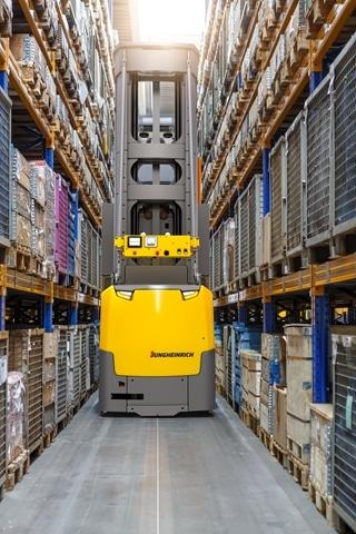 De automatische EKX 516a kan automatisch lasten wegzetten tot een hoogte van 13 meter. Daarbij wordt gebruik gemaakt van een inductiegeleiding in combinatie met transponders, wat de truck toelaat zichzelf met een grote precisie te positioneren en van gang te wisselen.