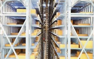 Het magazijn in het Italiaanse Castrette is een cruciaal aspect in het nieuwe logistieke businessmodel. Het is 25.000m² groot en is volledig geautomatiseerd. Dagelijks worden er meer dan twee miljoen items verscheept.