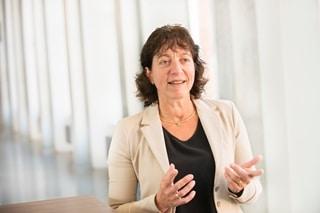 """Professor Ann Vereecke: """"Ik verwacht elk moment een zelfrijdende bus met minirobots voor mijn deur."""""""