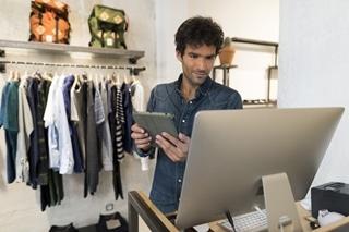 Klanten blijken vooral erg te spreken over winkelpersoneel dat de gewenste informatie kan geven en kan regelen dat ze het product snel krijgen.