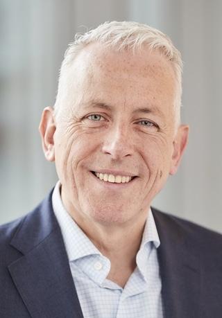 """S. Verhoeven: """"De organisatorische structuur van Miele Nederland is veranderd en vaak ook de jobinhoud van de medewerkers, wat heeft geleid tot een besparing van een half miljoen euro per jaar. De medewerkers zijn meer betrokken bij de organisatie, de processen verlopen sneller en de consumenten zijn tevreden. Maar er valt nog steeds veel marktaandeel te winnen."""""""