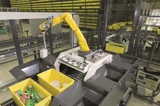 Inpikkend op de trend naar toenemende robotisering, krijgt ook de Pick-it-Easy Robot van Knapp meer navolging. Het gaat hier om een volledig geautomatiseerde orderpickrobot, die aan het eind van een goods-to-person-installatie zelfstandig een groot aantal artikelen op het pickstation kan verzamelen.