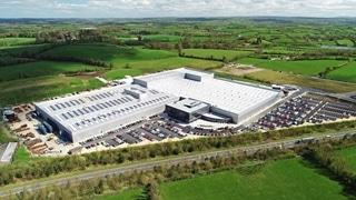 De nieuwe site van Combilift, inclusief buitenruimte, beslaat zo'n 100.000m², waarvan 46.500m² overdekt is.