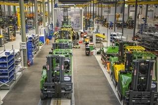 De vier assemblagelijnen – met mogelijkheid om uit te breiden – kunnen elke vijftien minuten een truck afleveren. De productie gaat zeven dagen op zeven door. Per week wordt in de fabriek zo'n 600 ton staal verwerkt.