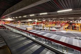 De capaciteit van de hub is bijna verviervoudigd tot 42.000 pakketten per uur. Daarbij is een sleutelrol weggelegd voor nieuwe logistieke technologie, waaronder automatische sorteersystemen voor kleine en grote pakketten.