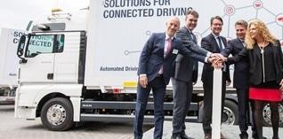 Eerste praktische toepassing van genetwerkte vrachtwagenkonvooien gaat van start in Duitsland