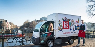 Online supermarkt Picnic legt zonnepanelen op bezorgwagens