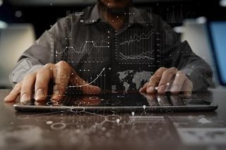 Bedrijven kunnen met Restricted Party Screening de screeningprocessen aanpassen naargelang hun unieke risicoparameters. De oplossing steunt op gesofisticeerde algoritmes en analisten die de globale regelgeving op de voet volgen en integreren.