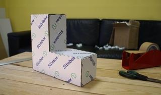 """CEO Filip Roose: """"Doordat je de doos nog zelf moet plooien, kun je misschien wat tijd verliezen ten opzichte van bepaalde standaarddozen die enorm snel vouwen. Maar dat eventuele tijdverlies wordt gemakkelijk ingehaald doordat er minder tijd verloren gaat aan het bijsnijden van de verpakking of het opvullen met opvulmaterialen."""""""