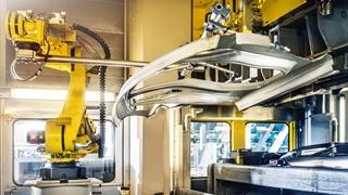 """L. Albert: """"Steeds meer consumenten schaffen zich een elektrische wagen aan. Traditionele olie- en gasleveranciers moeten richting elektrische stroom evolueren als ze hun stempel willen blijven drukken in hun sector."""" Foto: © Cultura"""