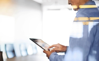 ©Alistair Berg Zowel ons privé- als ons professionele leven worden beheerst door digitalisering. Applicaties communiceren onderling, gebruikmakend van allerhande technologieën. Data spelen een steeds belangrijkere rol en creëren veel toegevoegde waarde voor bedrijven.