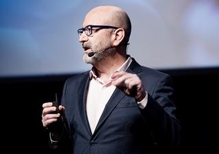 """Felix del Barrio, vice president EMEA Cloud Platform Business Development van Oracle: """"We worden omringd door autonome systemen. Ze zijn aanwezig in transport, in de gezondheidszorg, in fabrieken en magazijnen. Ze maken processen sneller, goedkoper en veiliger. De experimentele fase hebben we intussen achter de rug. We mogen best wel stellen dat autonome systemen er nu al zijn."""""""