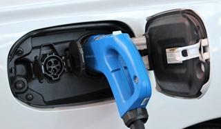 Terwijl diesel bij elke pomp ongeveer even duur is, ligt dat bij stroom anders. De prijzen aan de paal lopen sterk uiteen, zeker als je ook nog eens snel wilt laden. Dan is elektriciteit al gauw duurder dan diesel. De fleetmanagers moeten de inkoop van energiediensten dan ook slim regelen.