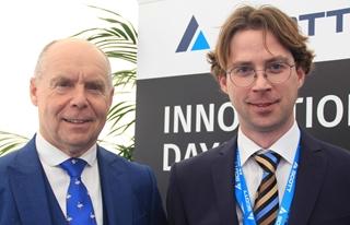 """Aaron Vanwalleghem (rechts) en Guido Vermeiren, resp. director operations en sales director Belux, UK & Ireland bij Scott Europe: """"Dat Alvey nu deel uitmaakt van Scott Group, geeft ons enerzijds een groter marktbereik voor onze producten. Anderzijds kunnen we nu onder de gemeenschappelijke koepel ook oplossingen uit het gamma van Scott aanbieden."""""""