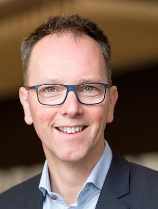 """Ruben Jakobs, gobal executive sales director - Warehousing & Parcel bij Vanderlande: Met Evolutions richten we ons vooral op de mode, levensmiddelen en handelsgoederen in het algemeen. Tegelijk willen we daarmee een oplossing bieden voor markten die onder een gebrek aan arbeidskrachten lijden."""""""
