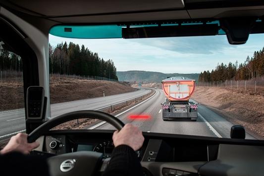 Veiligheidsfunctie van Volvo Trucks helpt afstand tussen trucks te houden