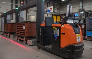 Voor de aanvoer van onderdelen naar de productielijn ruilde Bosch Tienen de vroegere punt-tot-puntlevering in voor de vaste cyclische bevoorrading die de milkrunmethode kenmerkt.