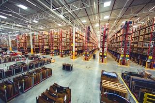 In het grootste glasmagazijn ter wereld liggen gemiddeld 300.000 ruiten op voorraad, goed voor bijna 20.000 unieke nummers.