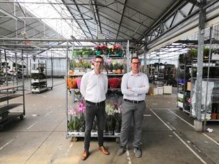 """Nico Cardoen, IT-manager bij Donck (rechts): """"De webshop helpt ons heel wat interne processen te stroomlijnen: van het beheer van orders en verkoop, tot het hele logistieke luik."""" (Links op de foto: Cédric Collet)"""