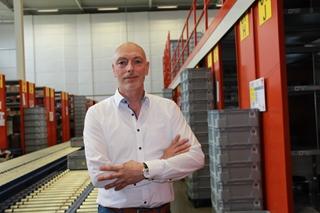 """Erik Gies, manager Operations bij Bus Industrial Tools: """"Het gebruik van een centraal logistiek centrum maakt de gemiddelde leverafstand tot onze klanten weliswaar groter, maar het feit dat een efficiënt centraal magazijn ons toelaat om snel te schakelen compenseert dat ruimschoots."""""""