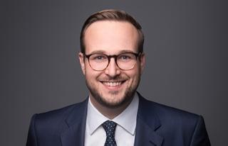 """Christian Hocken, managing partner bij het Duitse Industrie 4.0 Maturity Center: """"Net zoals je bij Spotify geen cd, maar een abonnement op een waaier aan muziek koopt, kun je als datagedreven fabrikant diensten aanbieden in plaats van producten. En laat ons eerlijk zijn, doorgaans is de klant meer geïnteresseerd in wat hij uit de machine kan halen dan in de fysieke machine an sich."""""""