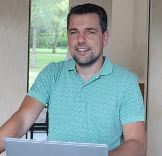 """Sven Bries, sales & marketing coordinator bij SDE: """"We zien Power Apps als de 'last mile' in softwareontwikkeling, waarmee je leemtes in je geautomatiseerde software kunt opvullen."""""""
