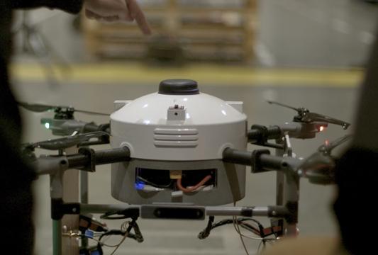 Volautomatische drone, magazijnier van de toekomst?