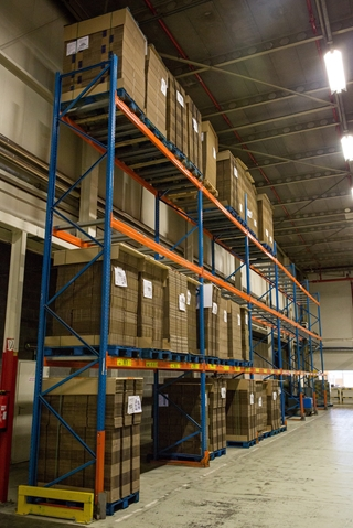 Enkel het warehouse bij de productiefaciliteit in Herentals opereert volledig in eigen beheer. Voor de andere locaties doet Mondelēz International een beroep op externe partners.