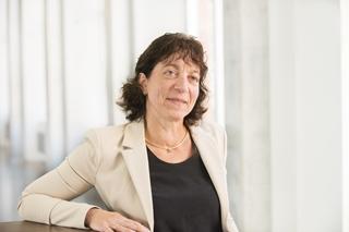 """Ann Vereecke, professor Operations en Supply Chain Management aan de Vlerick Business School en Universiteit Gent: """"AI en machine learning zijn voor veel organisaties nog een black box. Ze weten dat het er is, maar begrijpen niet wat erin gebeurt en zijn er ook wel ergens bang voor."""""""