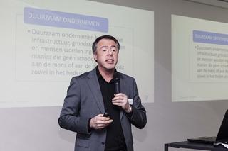 """Peter Lagey, manager Multimodaal Vlaanderen: """"In 2012 is binnen VIL al Lean & Green opgericht. Dat heeft als doelstelling bedrijven te motiveren twintig procent minder CO2 uit te stoten. De LSI gaat veel breder en dieper dan dat."""" (Copyright VIL)"""