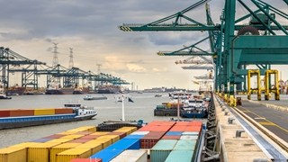 België is een klein doorvoerland waar heel veel trafiek passeert en naar de Antwerpse haven gaat. Dat is sowieso om fileproblemen vragen.