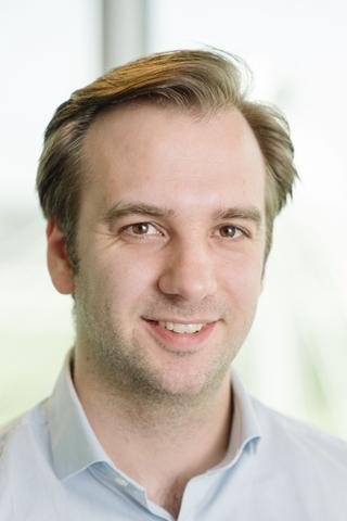 """Thomas De Mil, manager bij PwC: """"In coronatijden kunnen we stellen dat er essentiële nieuwe drivers voor de verkopen zijn, met name de evolutie van de pandemie – én hoe die gepercipieerd wordt – en welke maatregelen de overheid neemt in het kader van de crisis."""""""