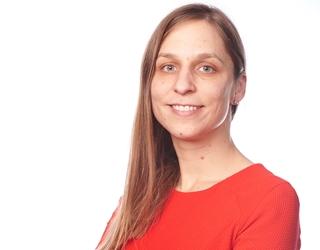 """Kirsten Delnooz, senior manager Supply Chain Strategy & Operations, Deloitte: """"Visibiliteit, flexibiliteit, samenwerking en risicocontrole zijn al langer essentiële succesfactoren. Covid-19 heeft ervoor gezorgd dat bedrijven de shift richting een toekomstgerichte, duurzame supply chain sneller zullen inzetten en uitrollen."""