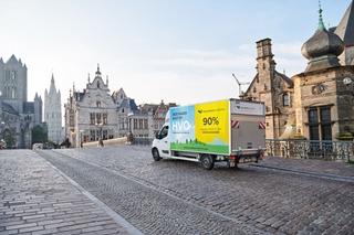 HVO vs. Diesel - Reducties van: CO2 (89%); NOx (9%); roet- en fijnstofuitstoot (33%); koolwaterstof (30%). HVO bevat nagenoeg geen zwaveldeeltjes en aromaten. HVO is biologisch afbreekbaar.