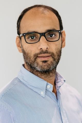"""Mohamed Lasgaa, managing consultant bij logistieke adviesbureau Groenewout: """"Voor een omnichannelorganisatie is een goed voorraad- en ordermanagementsysteem cruciaal. Als je werkt met een gezamenlijke voorraad voor winkels en e-commerce, geef je het beste voorrang aan de e-commerceorders, aangezien zij direct omzet genereren."""""""