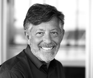 """Alan Salton, director of Innovation bij Panorama Consulting: """"Wie een drastische daling van resultaten had verwacht door corona, zag vaak net een sterke groei op het vlak van online business. De verwachting is dat die trend zich zal doorzetten."""""""