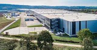 De verwachtingen voor megadistributiecentra (groter dan 40.000m²) zijn hooggespannen. Die magazijnen kunnen immers belangrijke schaalvoordelen bieden op het vlak van kosten en flexibiliteit. Foto: ID logistics (Amazon), Frankfurt, Duitsland